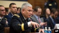 آقای کمبل می گوید که سربازان افغان به ویژه در بخش هوایی به کمک خارجی نیاز دارند.