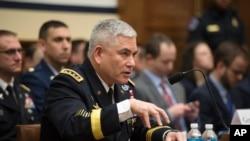 Jenderal John Campbell memberikan kesaksian di hadapan Komite Angkatan Bersenjata DPR AS, Selasa (2/2).