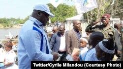 Président Félix Tshisekedi azali koyamba fololo na bokomi bwa ye na Zongo, Sud-Ubangi, le 2 décembre 2019. (Twitter/Cyrile Milandou)