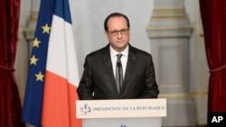 ប្រធានាធិបតីបារាំងលោក Francois Hollande (ខាងលើ) បន្ទោសពួករដ្ឋឥស្លាមជុំវិញការវាយប្រហារនៅប៉ារីស។