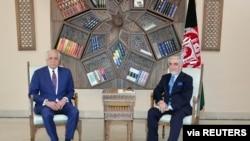 Un négociateur américain rencontre le président afghan à Kaboul