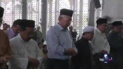 马总理纳吉布为失联马航祷告