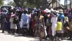 Crowd Gathers in Mugabe's Rural Home in Kutama Awaiting His Arrival