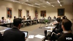 卡内基国际和平研究所举办中印关系座谈会(美国之音记者 钟辰芳拍摄)