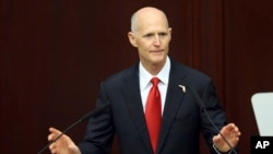 El gobernador de Florida, Rick Scott, dice que el Congreso de EE.UU. debe proteger a los inmigrantes traídos ilegalmente cuando eran niños.