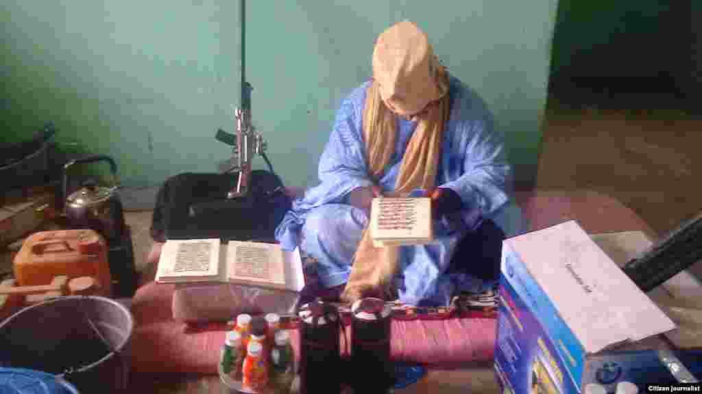 Mutumin dake ikirarin cewa shi ne Muhammad Marwana, mataimakin Abubakar Shekau, a wannan hoton da aka dauka ranar 17 Yuli, 2013, wanda kuma shi da kansa ya aika ma VOA.