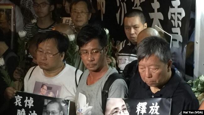 Người dân Hồng Kông tuần hành bày tỏ lòng thương tiếc ông Lưu Hiểu Ba