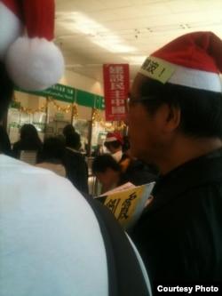 人权日,为晓波和刘霞送上祝福(香港推友图片zouxingtong /Hang Tung Chow)