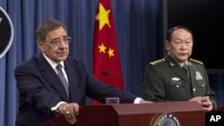 美国国防部长帕内塔和中国国防部长梁光烈5月7日在五角大楼举行的新闻发布会上