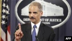 Bộ Tư pháp Mỹ Eric Holder loan báo vụ kiện dân sự được đưa ra tòa án Liên bang ở thành phố New Orleans, bang Louisiana