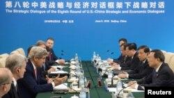 Ngoại trưởng Mỹ John Kerry phát biểu trong phiên họp với Ủy viên Quốc vụ Trung Quốc Dương Khiết Trì tại Bắc Kinh, ngày 6/6/2016.
