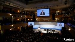 2016年2月13日美国国务卿约翰·克里在德国慕尼黑安全政策会议上就叙利亚危机致辞。