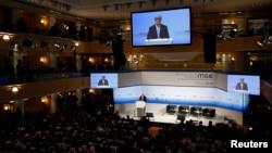 Münih Güvenlik Konferansı'nda konuşma yapan ABD Dışişleri Bakanı John Kerry