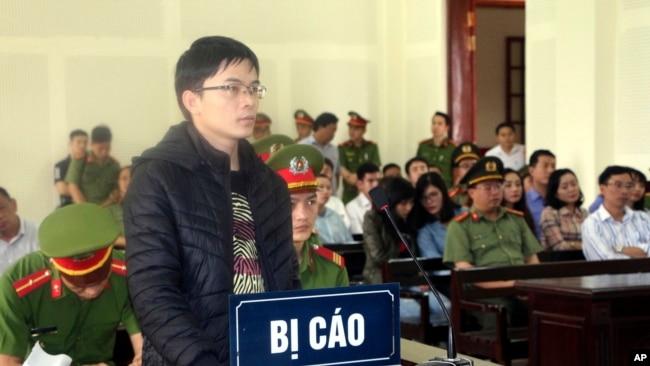 """Image result for """"Nhân chứng bất ngờ phản cung tại phiên xử Lê Đình Lượng"""""""