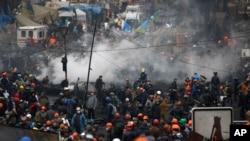 Demonstran anti-pemerintah Ukraina di Lapangan Merdeka, Kyiv, Ukraina (20/2).