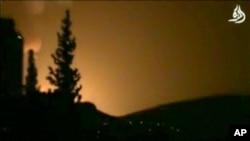 이스라엘 공습 후 다마스쿠스 상공에 연기와 불길이 치솟고 있다