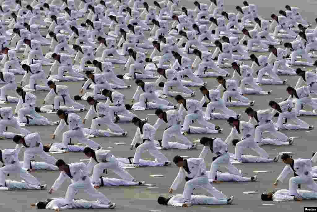 Демонстрація тхеквондо південнокорейськими спецпризначенцями.