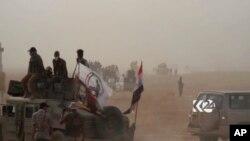 Esta imagen tomada de un video provisto por el programa Kurdistan 24 muestra un tanque iraquí avanzando en la operación iraquí para retomar Hawija, en poder de ISIS, el jueves, 21 de septiembre, de 2017.