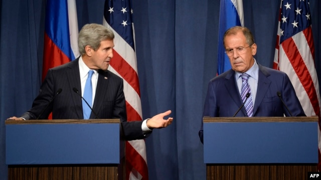 U.S. Secretary of State John Kerry (L) and Russian Foreign minister Sergey Lavrov (R) give a press conference in Geneva following their meeting on Syria's chemical weapons, Sept. 12, 2013.