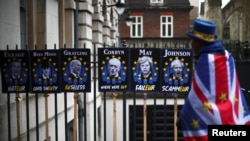 Protivnik Brexita na londonskim ulicama, foto: REUTERS/Hannah Mckay