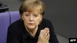 Nemačka kancelarka Angela Merkel u Bundestagu