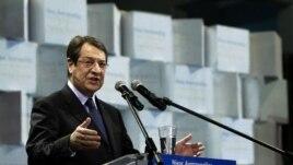 Ông Nicos Anastasiades nói chuyện với những người ủng hộ ông
