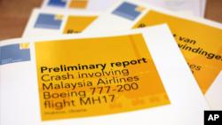 Laporan pendahuluan oleh Badan Keselamatan Belanda mengenai jatuhnya pesawat Malaysian Airlines MH17 di Ukraina, dirilis di Den Haag, Belanda, September tahun lalu.