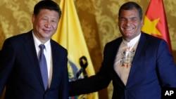 Los presidentes Xi Jinping y Rafael Correa se reunieron en Ecuador el 17 de noviembre de 2016.