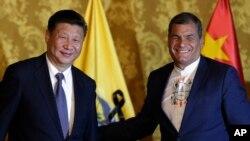 Las concesiones mineras otorgadas por el presidente Rafael Correa a empresas chinas para explorar territorios ocupados ancestralmente por tribus indígenas han generado violentos enfrentamientos.