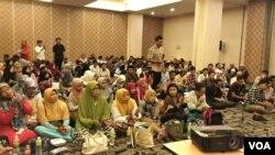 "Peserta ""Rabu Hijrah"" di Hotel Maxone Jakarta, Rabu (20/2). (Foto: VOA/Ahmad Bhagaskoro)"