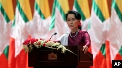 Myanmar's State Counsellor and de facto leader Aung San Suu Kyi delivers a televised speech to the nation at the Myanmar International Convention Center in Naypyitaw, Sept. 19, 2017.