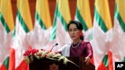 Državna savetnica Mjanmara Aung San Su Ći govori u prestonici Najpito, 19. septembar 2017.