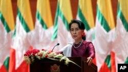 Lãnh đạo trên thực tế của Myanmar, bà Aung San Suu Kyi, phát biểu qua truyền hình hôm 19/9/2017.