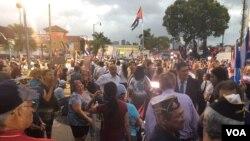 """""""Esta concentración unió a nuestra comunidad exiliada para decirle al mundo que ha llegado el momento de unirnos por la libertad y la justicia en Cuba"""", dijo Humberto Argüelles, director de la Asociación de Veteranos de la Bahía de Cochinos, la Brigada 2506. (Foto Gesell Tobias)"""