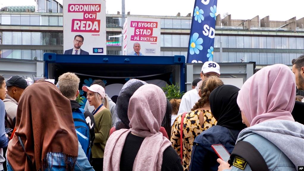 Anti-Migrant Mood Boosts Far-Right Party in Swedish Poll