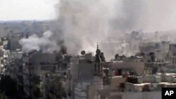 정부군의 포격으로 연기가 치솟는 홈즈시의 모습을 담은 비디오자료