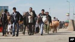 مهاجرین افغان حین بازگشت به کشور