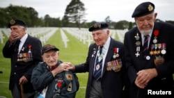 Normandiya Çıkarmasına kartılan muharip askerler