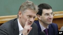 Juru bicara pemerintah Rusia Dmitriy Peskov (kiri) menuntut Ukraina menghentikan operasi militer terhadap militan pro-Rusia, Rabu 7/5 (foto: dok).