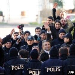 Ahmet Şık, Nedim Şener ve polisler