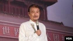 台湾前民进党主席施明德在台北举行的六四26周年纪念晚会上讲话(2015年6月4日 美国之音记者赵婉成拍摄)