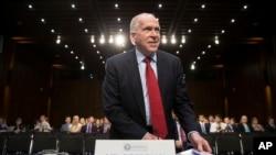 美国中央情报局局长约翰·布伦南就伊斯兰国议题在国会参议院情报委员会上作证。(2016年6月16日)