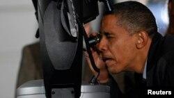 اوباما په ۲۰۰۹ کال کې په یو تیلسکوپ د شمالي کوریا د توغندیو ازموینه ارزوله