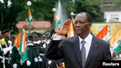Le président Alassane Ouattara lors d'un défilé commémorant le 54e anniversaire de l'Indépendance du pays, devant le palais présidentiel à Abidjan, le 7 Août 2014.