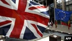 همه پرسی از صبح پنجشنبه در بریتانیا آغاز شد و تا غروب ادامه میابد.