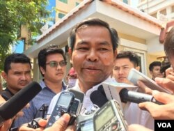 Yung Phanith, lawyer for Choub Somlab, talks to reporters after the hearing of Kem Ley's murder at municipal court on March 1, 2017.