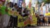 """香港多个团体星期天举行""""全民拒绝假普选运动""""的步行宣讲活动(美国之音谭嘉琪拍摄)"""
