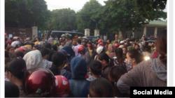 Công nhân công ty Trách nhiệm Hữu hạn Matrix đình công ở thành phố Vinh, Nghệ An. (Nguồn: Tin Mừng Cho Người Nghèo)