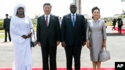 塞內加爾總統麥基·薩勒與夫人歡迎習近平與夫人彭麗媛到訪