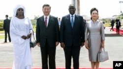 塞内加尔总统麦基·萨勒与夫人欢迎习近平与夫人彭丽媛到访